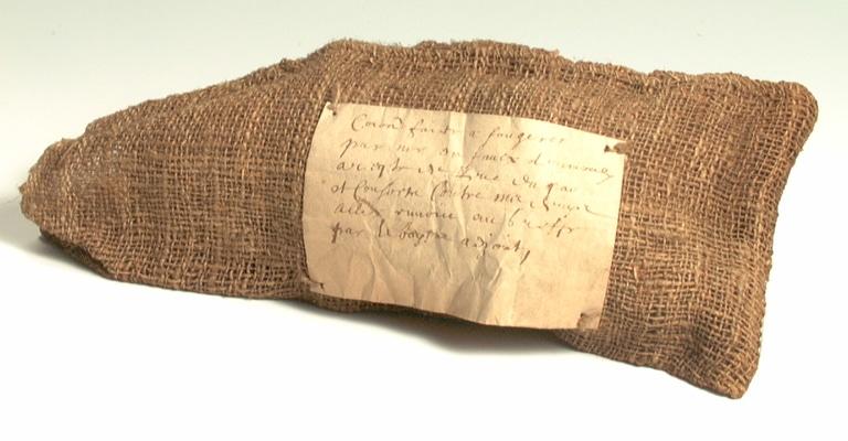 Sac en toile de jute du XVIIe, Sac des avocats avec les documents justificatifs qu'il contenait.