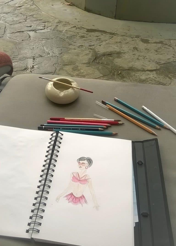 Aquarelle illustration de mode posée sur une table
