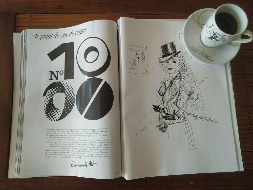 Magazine vogue ouvert sur un croquis de mode