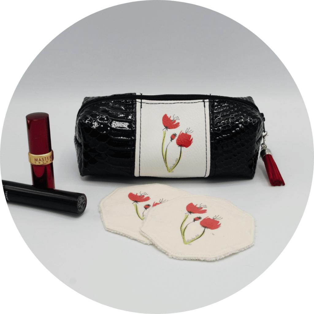 Trousse à maquillage avec deux lingettes lavables, avec un motif de coquelicot