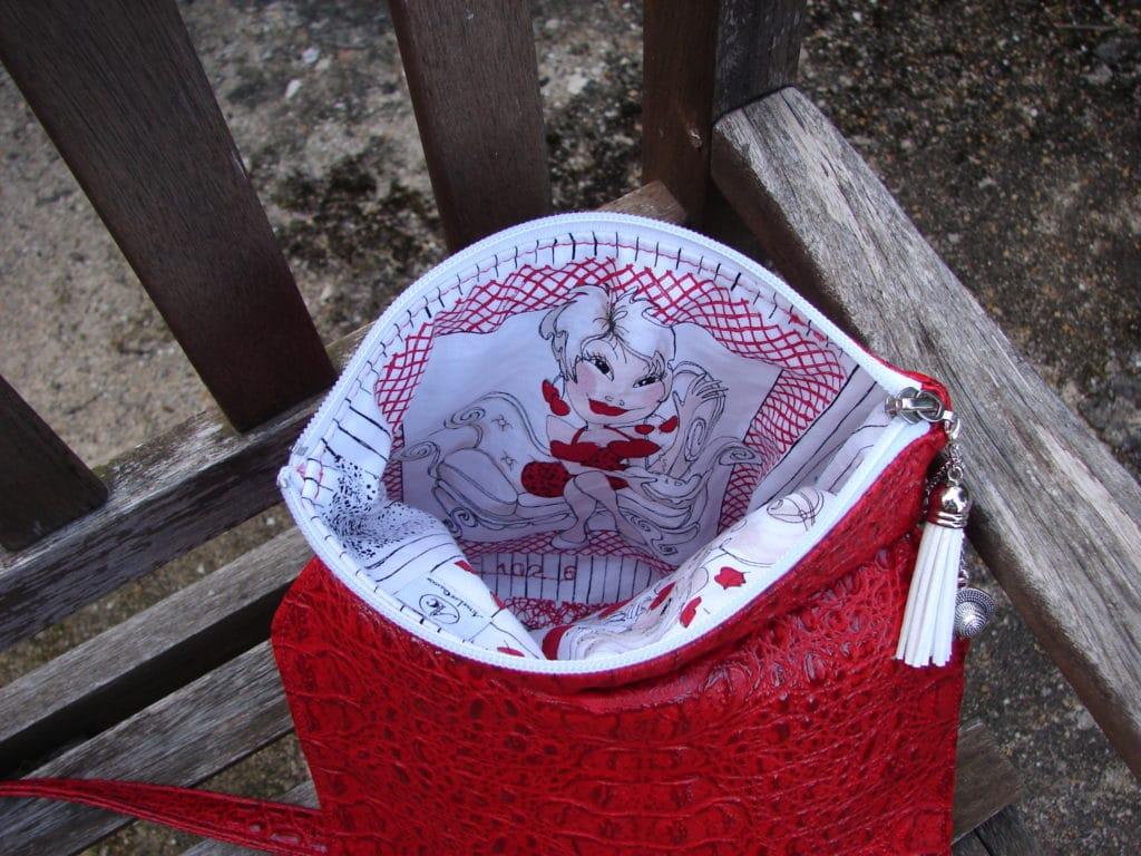 Intérieure du sac bandoulière rouge