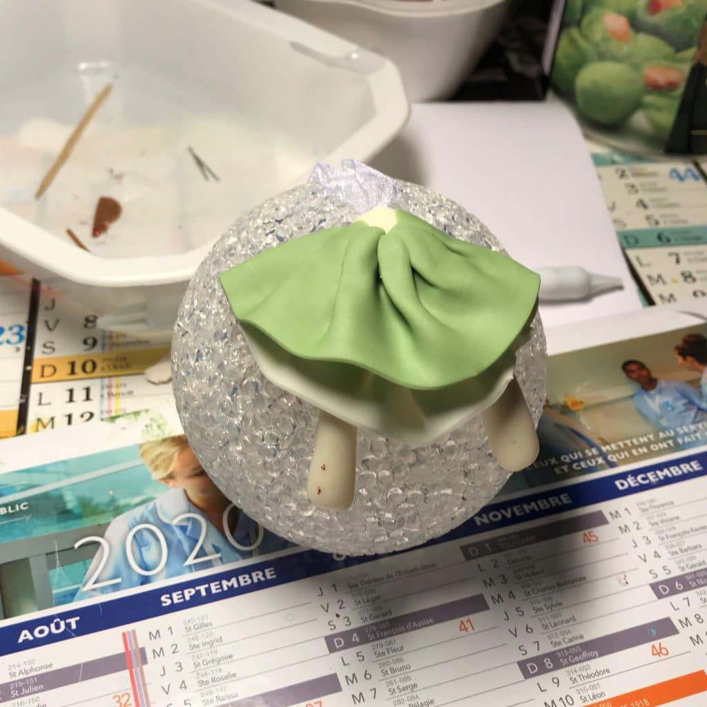 Etape 2: La jupe verte, modeler en porcelaine froide