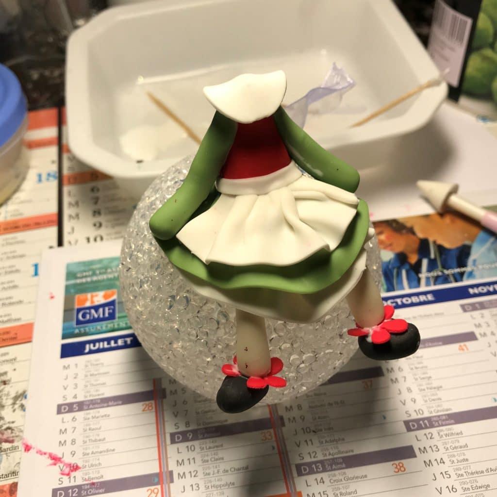 Etape 6: La collerette, modeler en porcelaine froide