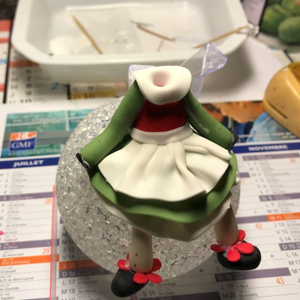Etape 7 de la création de Bécassine, modeler en porcelaine froide