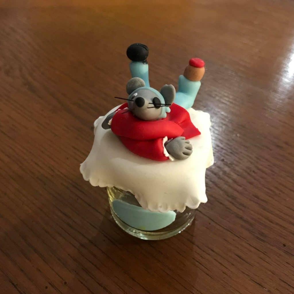 Petite souris pirate, modeler en porcelaine froide