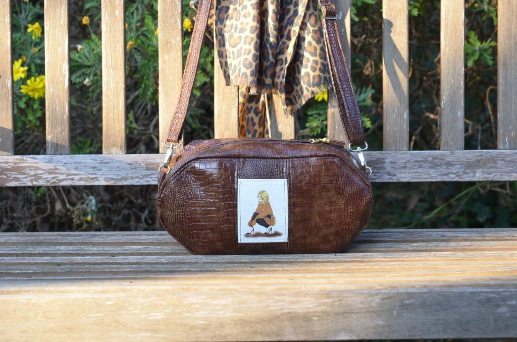 Petit sac couleur caramel, peau de cobra (cuir synthétique)