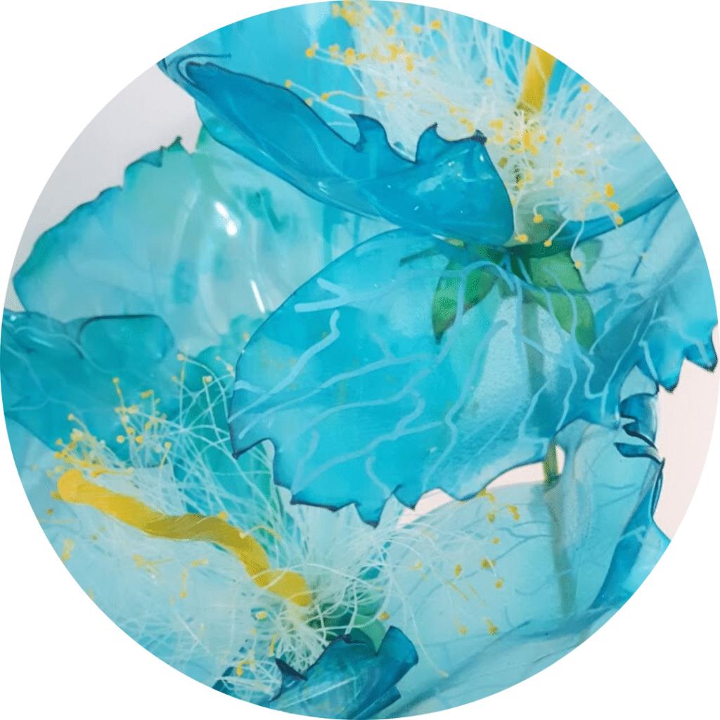 Pavots réalisé à partir de matériaux de recyclage, par l'artiste upcycling Renaissance