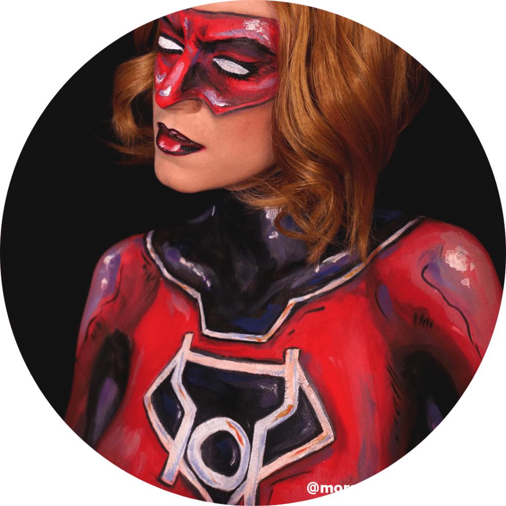 gros plan sur Red lantern girl, body painting de Morgane Make up Artist