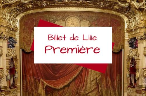 Scène de théâtre baroque, rideaux baissés, pour ce premier billet de Lilie