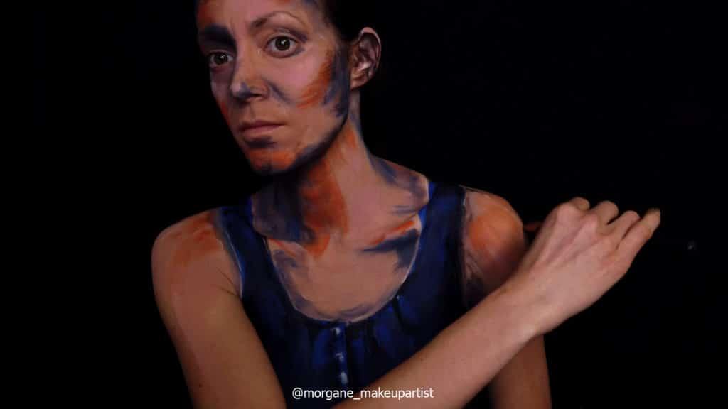 étape 5: le dos de l'épaule. Morgane face à son miroir en train de se peindre