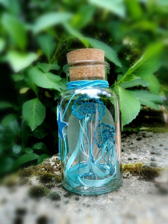 Duo de méduses en dentelle de soie bleue pour une décoration intérieure inspirée des océans